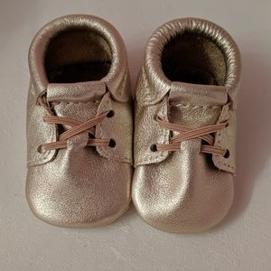 Freshly Picked Platinum Oxford Baby Shoes